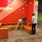 foto 8: montage van de lounge set op bouwinnovatie